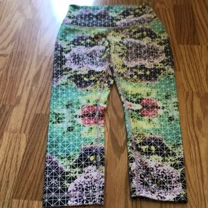 Lulu capri size 6 workout pants